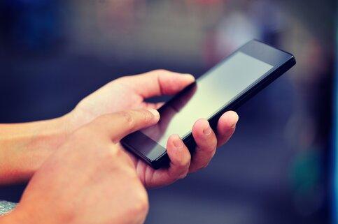 Уронив телефонов на $18 000, специалисты выявили самые крепкие