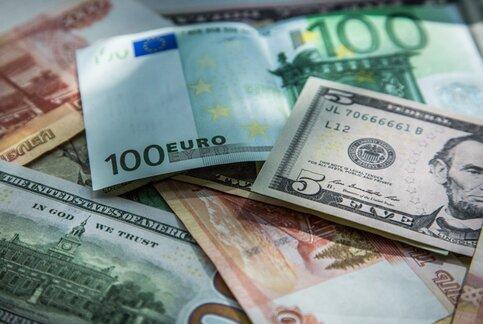 Эксперт: курс доллара показывает феноменальные результаты