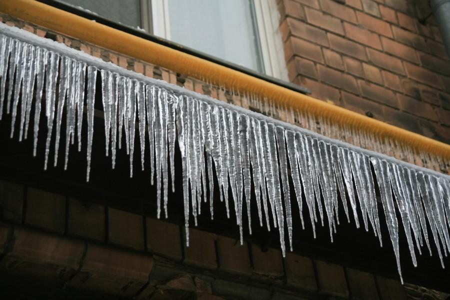Уборка снега с крыши омск