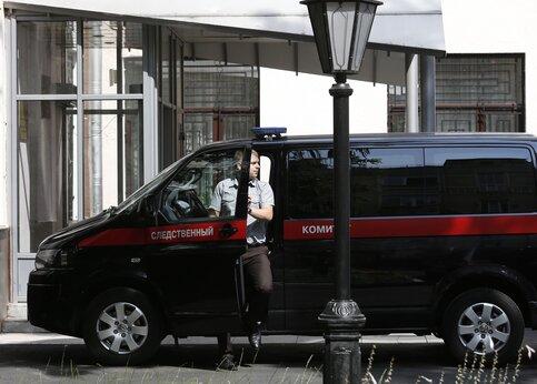 В Российской Федерации неизвестные пытались уничтожить полицейского депутата иего супругу