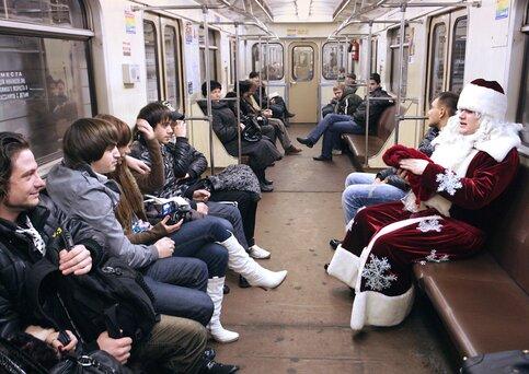 Около 80 предметов поступило насклад забытых вещей московского метро напраздниках