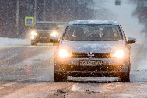 Водителей предупредили обосложнении ситуации на трассах столицы из-за гололедицы