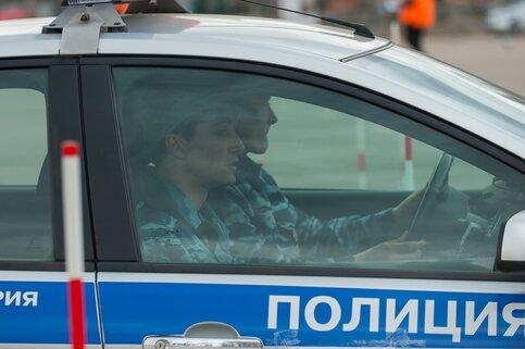 Приезжий гонщик бросил вызов полицейским иустроил дрифт наВоробьевых горах