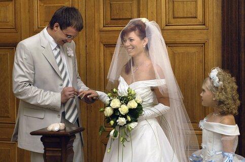 Неменее тысячи пар поженятся вДень семьи, симпатии иверности в столице России