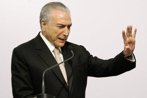 ВБразилии неизвестный намашине протаранил ворота резиденции президента